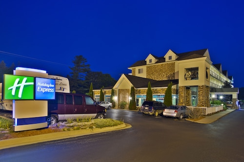 Holiday Inn Express Mackinaw City, an IHG Hotel