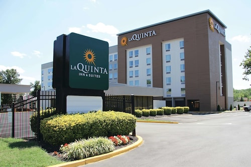 La Quinta Inn & Suites by Wyndham DC Metro Capital Beltway