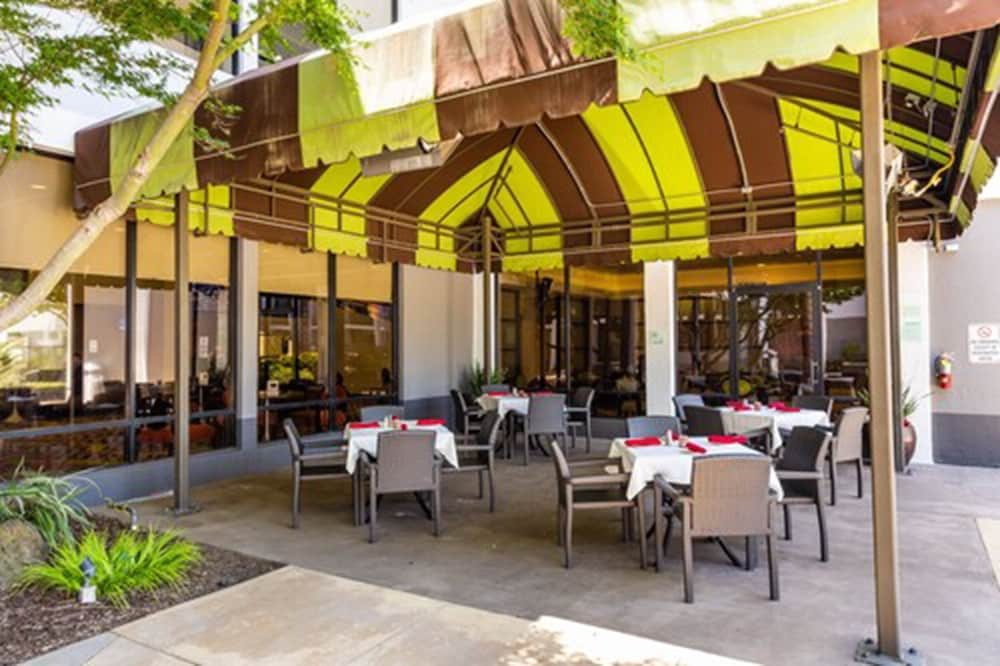 Outdoor Dining, Holiday Inn San Jose - Silicon Valley