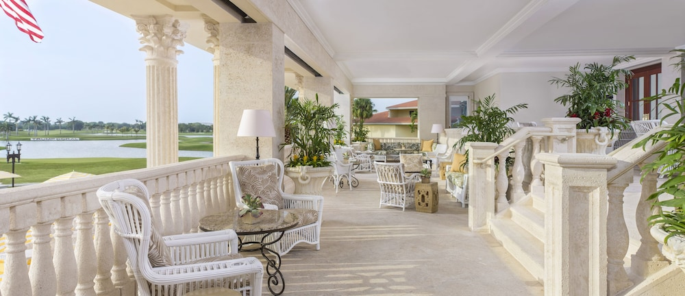 Outdoor Dining, Trump National Doral Miami