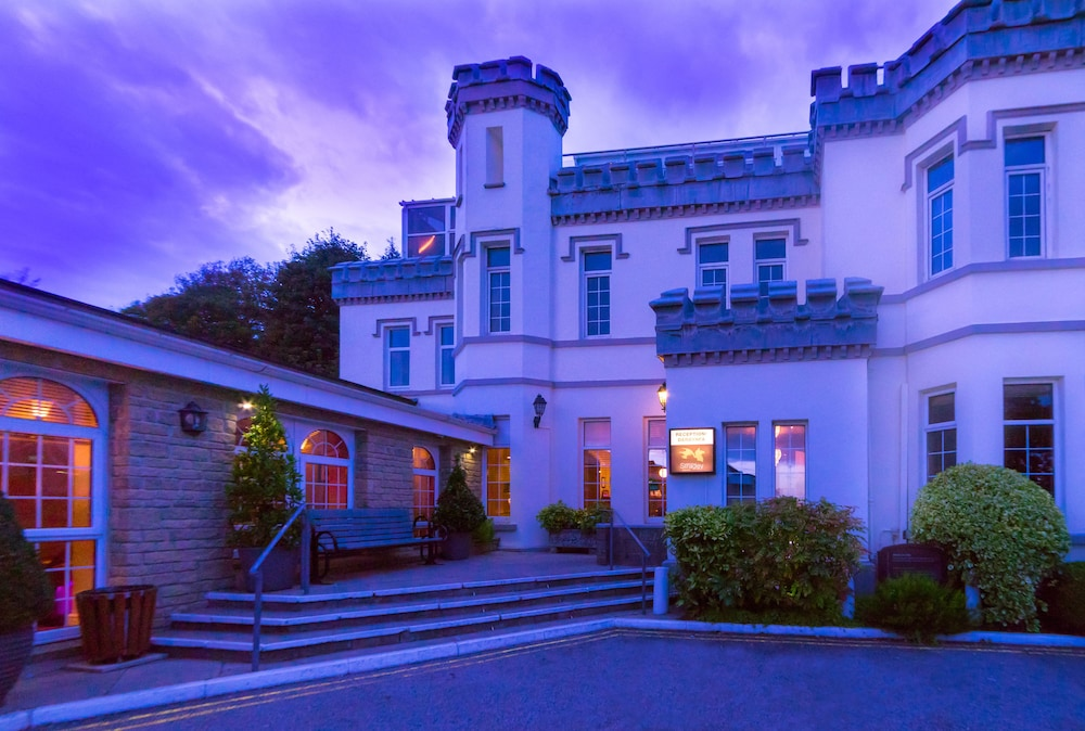 Front of Property - Evening/Night, Stradey Park Hotel