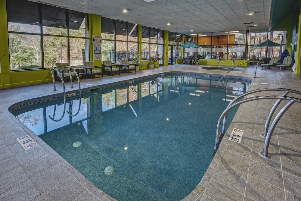 Indoor Pool, Hampton Inn Asheville-Tunnel Rd.