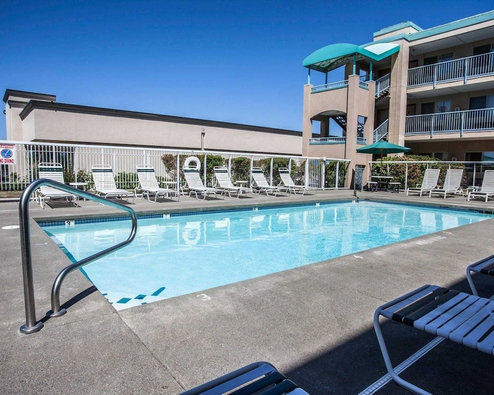 Pool, Quality Inn Grand Suites Bellingham