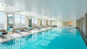 Piscine couverte, maîtres-nageurs sur place