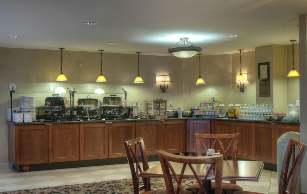 Food and Drink, Arlington Court Suites, a Clarion Collection Hotel