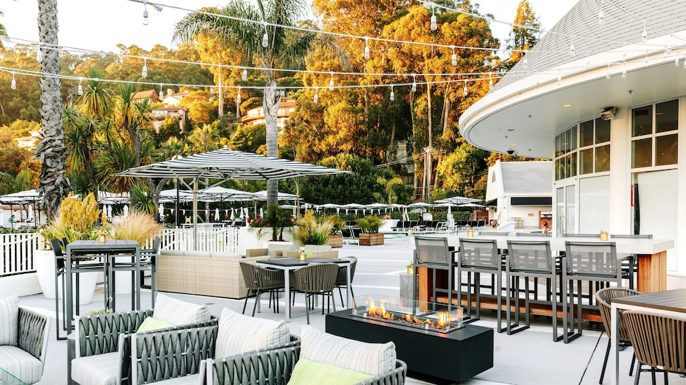 Poolside Bar, Claremont Club & Spa - A Fairmont Hotel