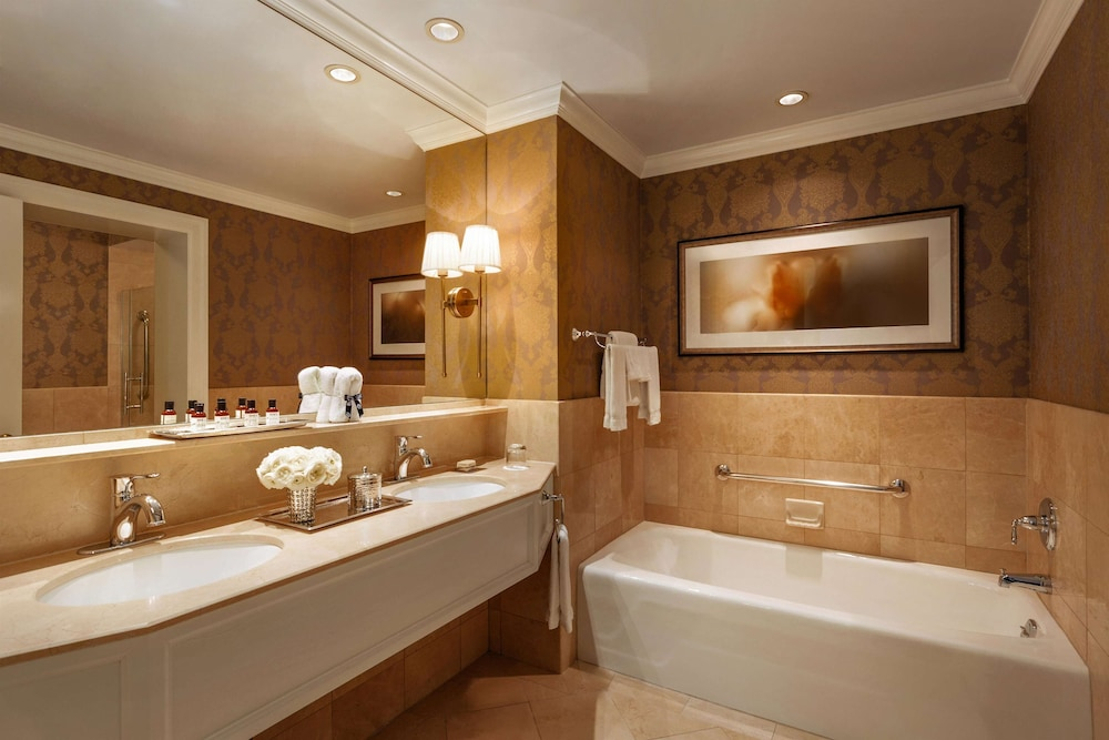 Bathroom, Claremont Club & Spa - A Fairmont Hotel