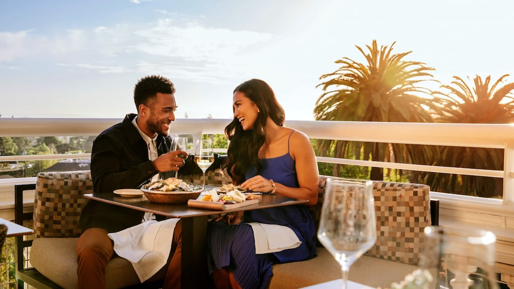 Outdoor Dining, Claremont Club & Spa - A Fairmont Hotel