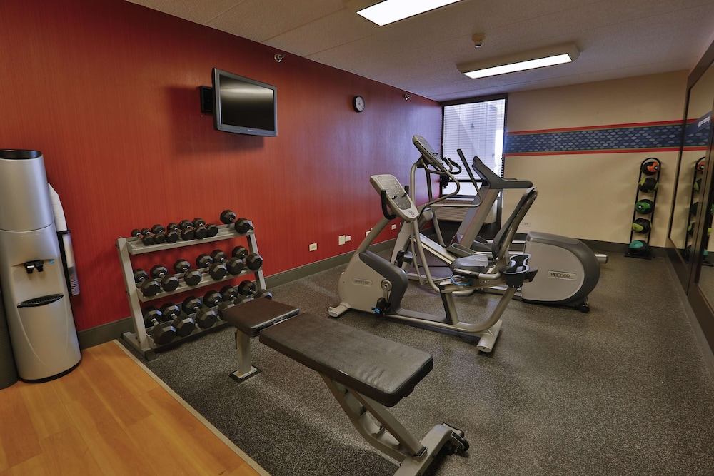 Fitness Facility, Hampton Inn Chicago/Naperville