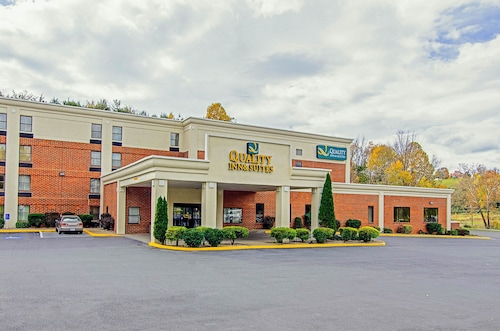Quality Inn & Suites Lexington near I-64 and I-81