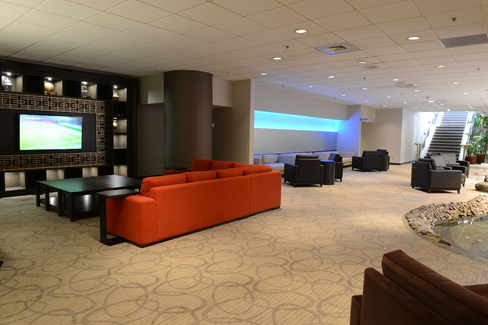 Lobby Sitting Area, Holiday Inn Montréal Centre-Ville Downtown, an IHG Hotel