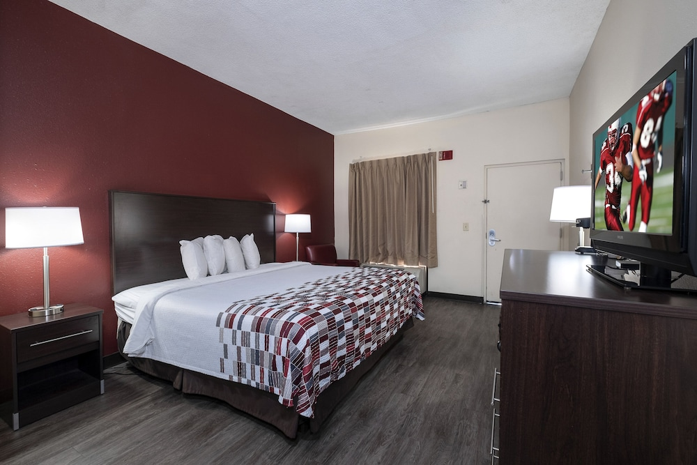 Room, Red Roof Inn Prattville