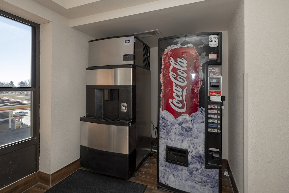 Vending Machine, Red Roof Inn Prattville