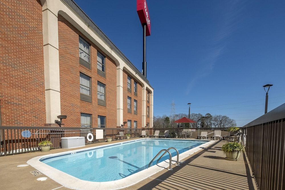 Pool, Red Roof Inn Prattville