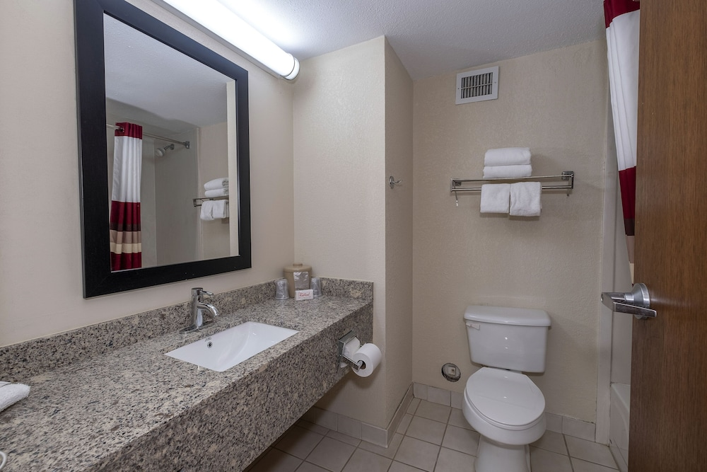 Bathroom, Red Roof Inn Prattville