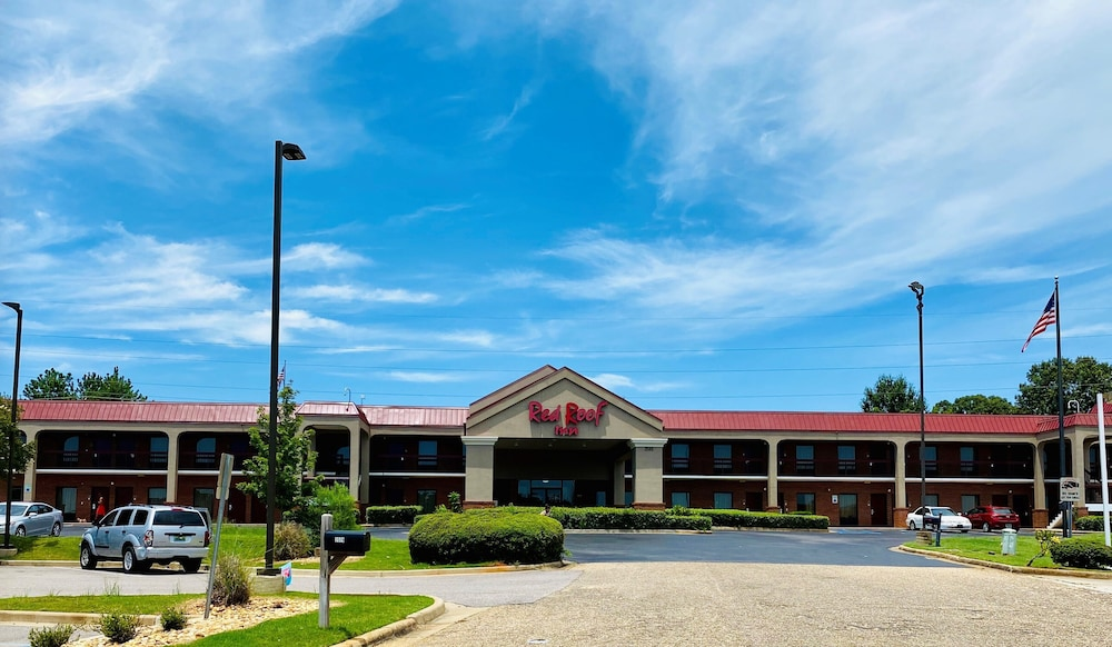 Front of Property, Red Roof Inn Prattville