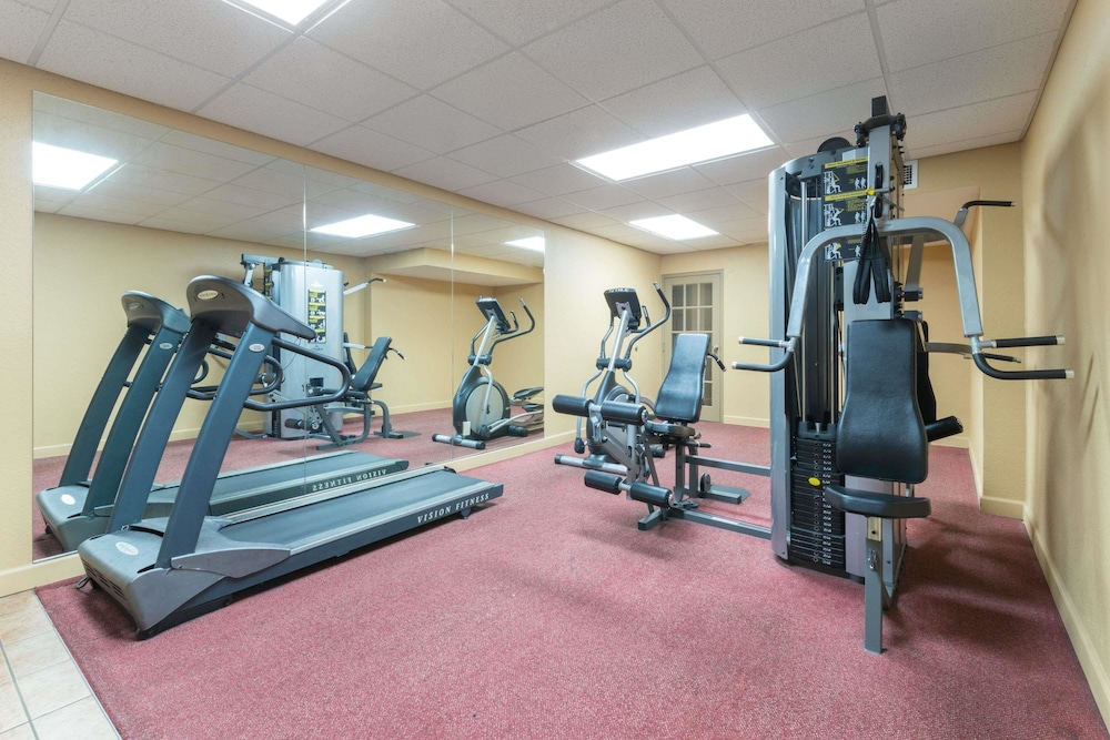 Fitness Facility, Ramada Hotel & Convention Center by Wyndham Topeka Downtown