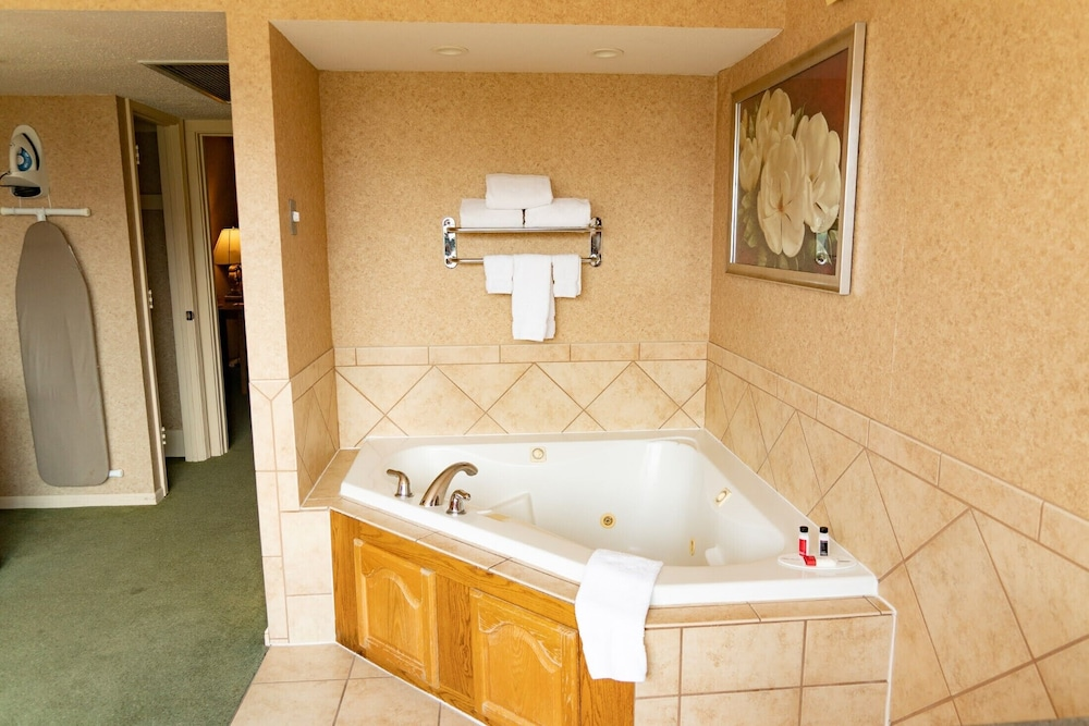 Private Spa Tub, Ramada Hotel & Convention Center by Wyndham Topeka Downtown