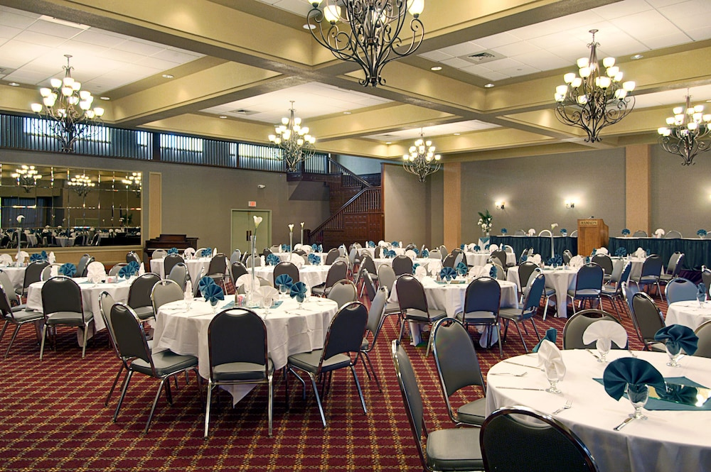 Banquet Hall, Ramada Hotel & Convention Center by Wyndham Topeka Downtown