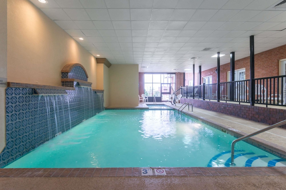 Pool, Ramada Hotel & Convention Center by Wyndham Topeka Downtown