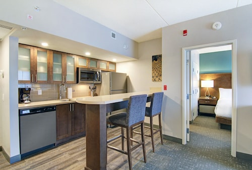 Suites Toronto Vaughan South
