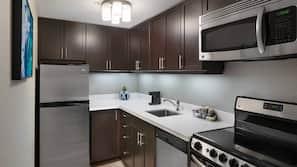 Full-sized fridge, microwave, hob, dishwasher