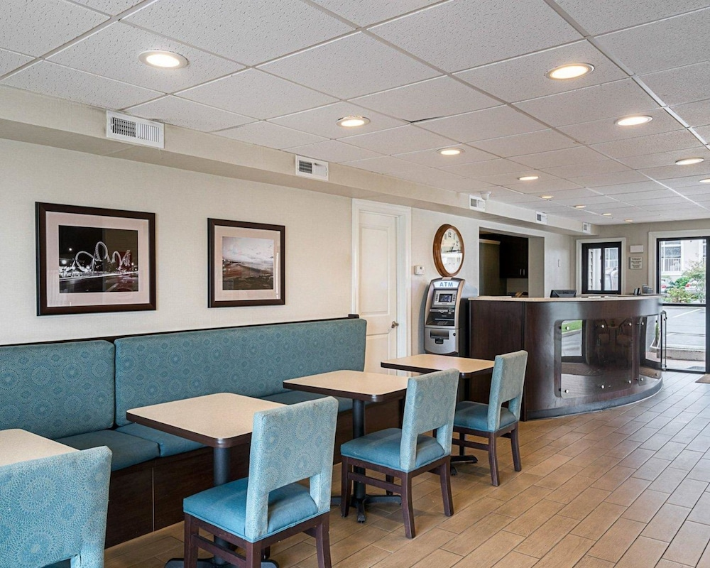 Breakfast Area, Econo Lodge Oceanfront
