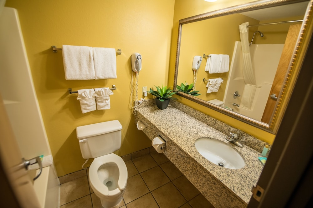 Bathroom, 816 Hotel Westport Country Club Plaza, Ascend Hotel Collection