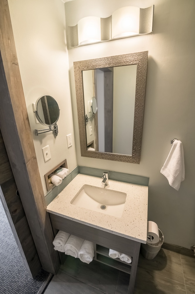 Bathroom Sink, 816 Hotel Westport Country Club Plaza, Ascend Hotel Collection
