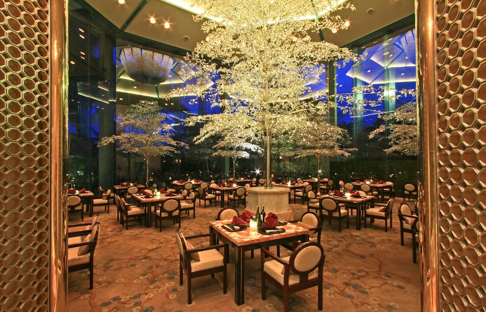 Restaurant, Diamond Hotel Philippines