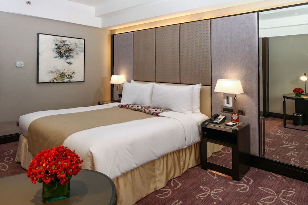 Room, Diamond Hotel Philippines