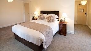1 bedroom, premium bedding, memory foam beds, desk
