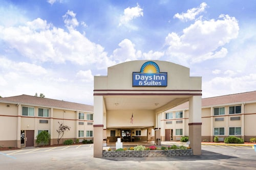 Days Inn & Suites by Wyndham Bridgeport - Clarksburg