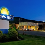 Days Inn by Wyndham Warren