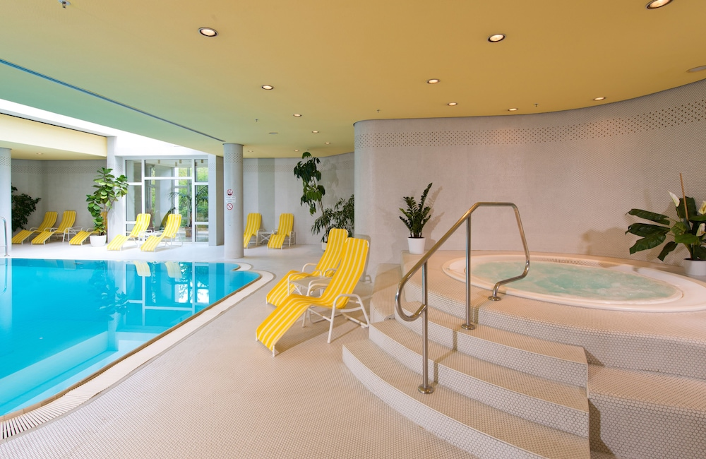 Indoor Pool, Leonardo Hotel Weimar