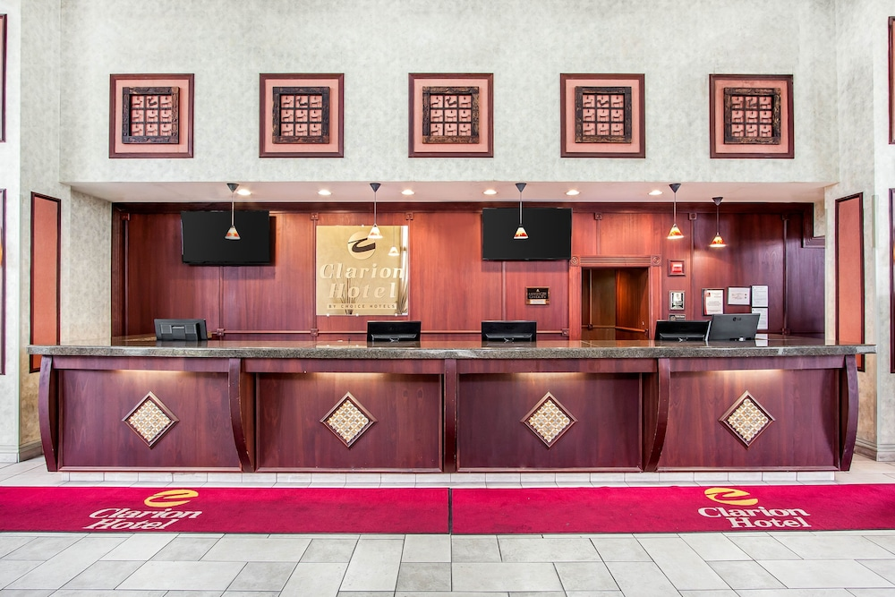 Book Clarion Hotel and Conference Center near Busch Gardens Tampa