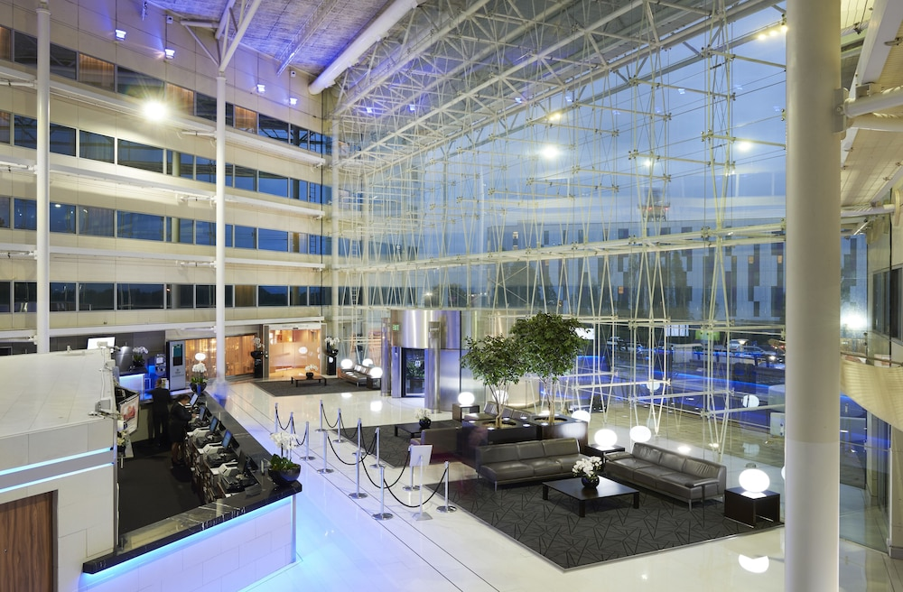 Hilton London Heathrow Airport Hotel 4 0 Out Of 5 Featured Image Lobby Reception
