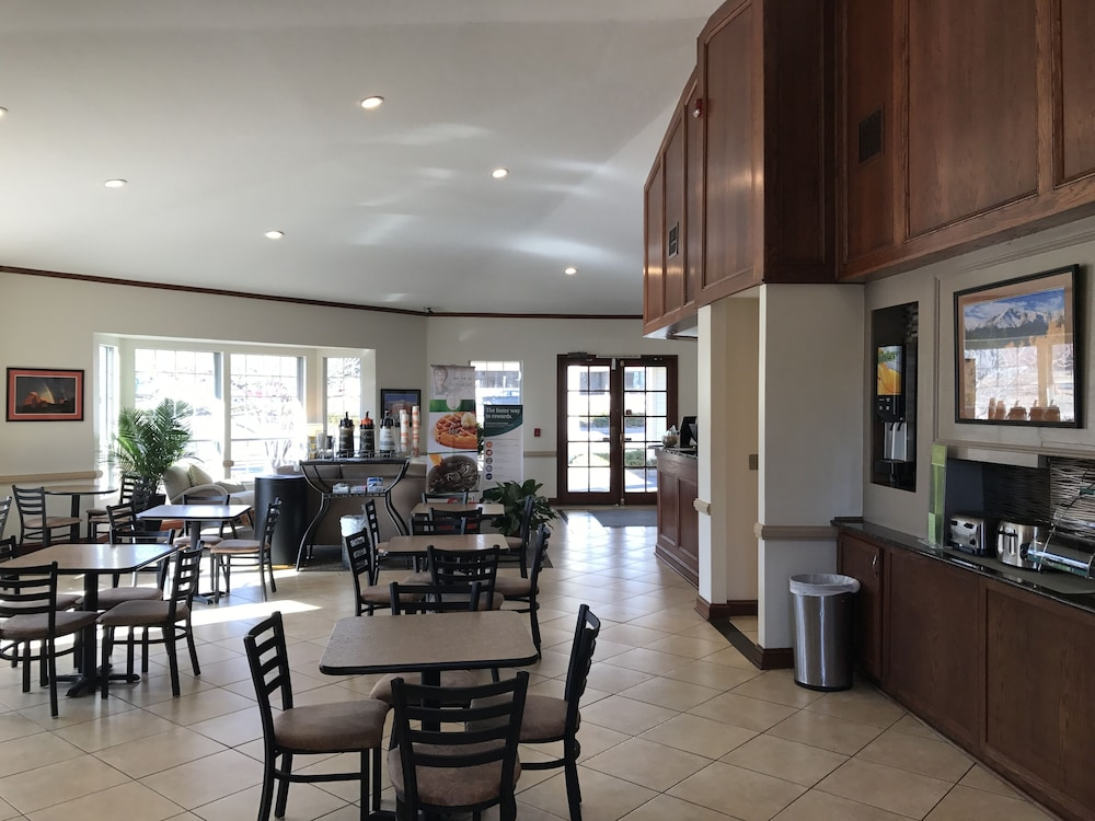 Quality inn and suites garden of the gods colorado springs 2019 room prices reviews for Quality inn garden of the gods