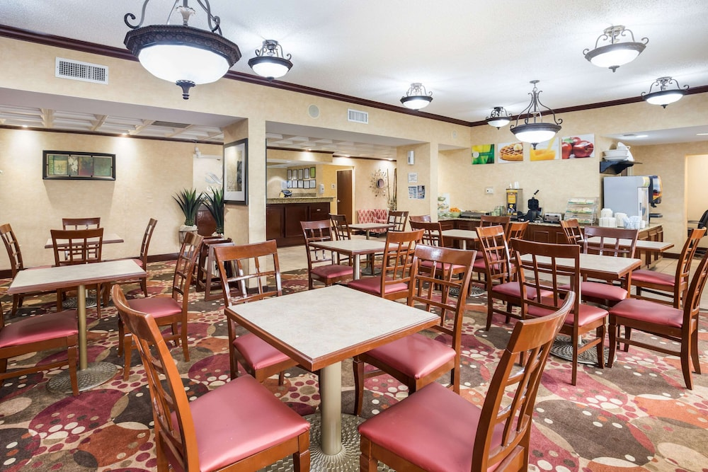 Breakfast Area, Quality Inn at Albany Mall