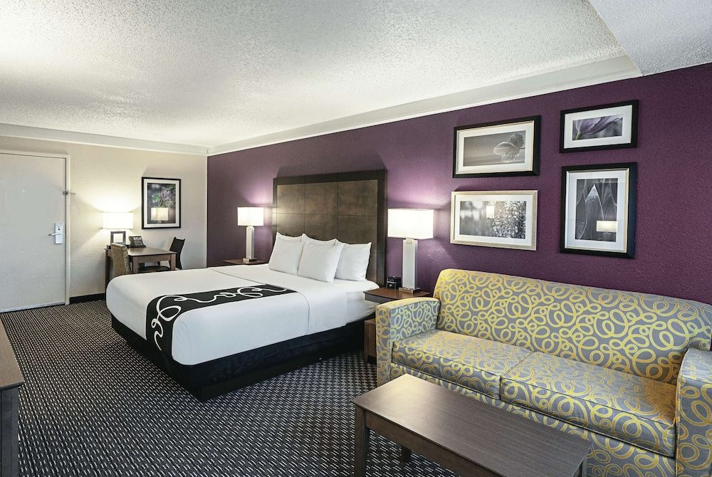 Room, La Quinta Inn & Suites by Wyndham Lubbock West Medical Centr