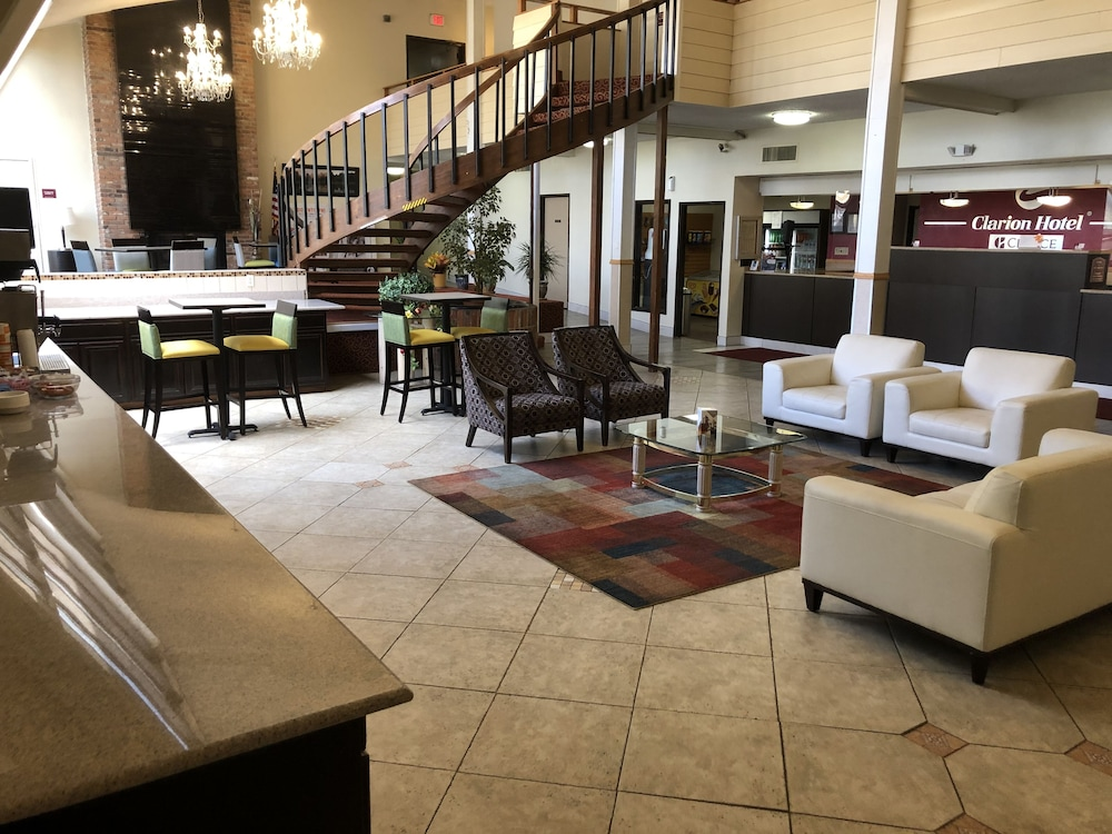 Lobby Sitting Area, Clarion Hotel Rock Springs-Green River