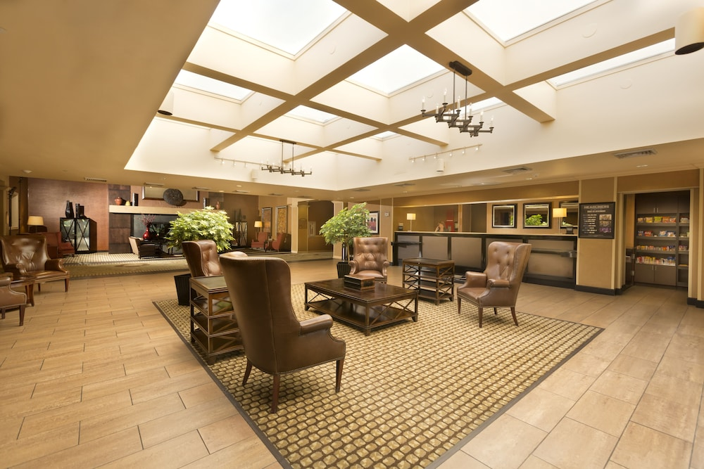 Lobby Sitting Area, DoubleTree by Hilton Hotel Pittsburgh - Meadow Lands
