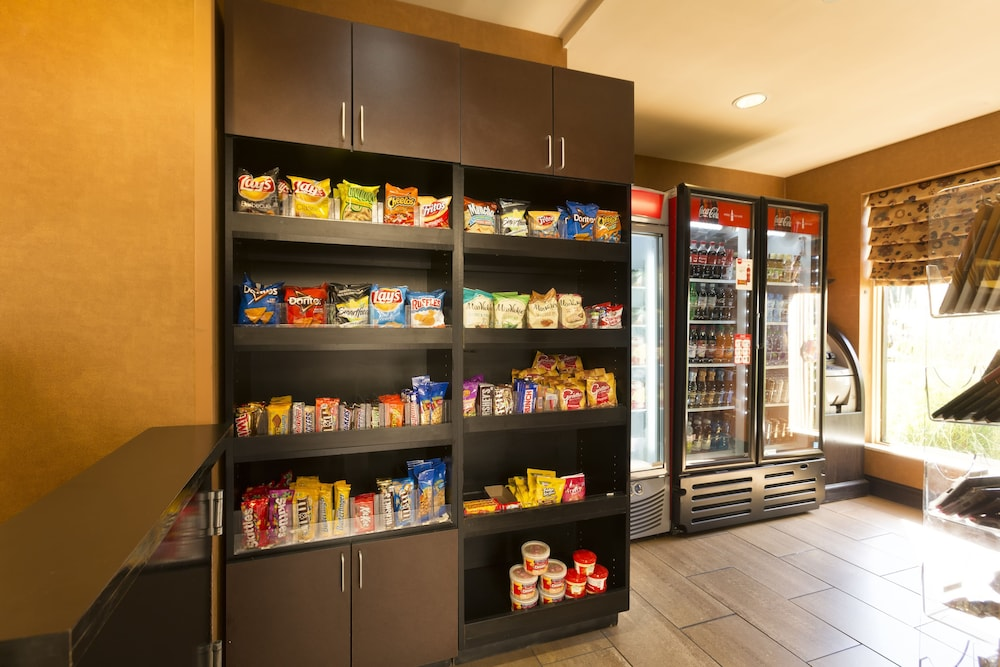 Snack Bar, DoubleTree by Hilton Hotel Pittsburgh - Meadow Lands