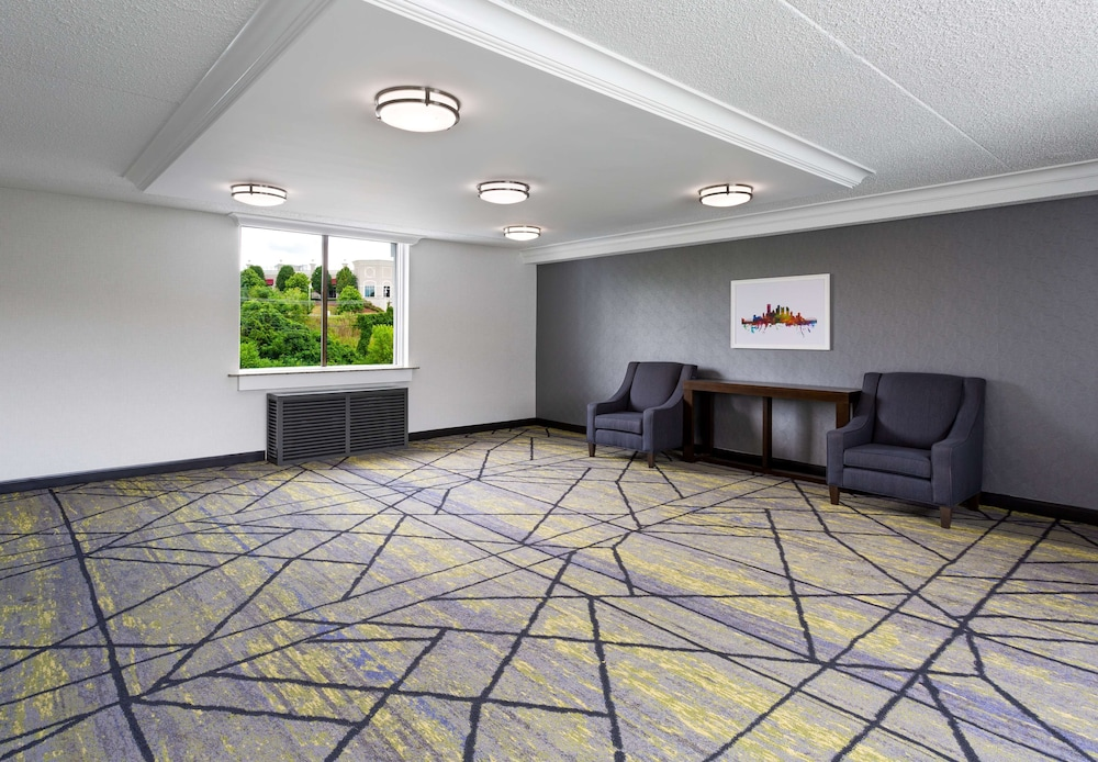 Property Amenity, DoubleTree by Hilton Hotel Pittsburgh - Meadow Lands