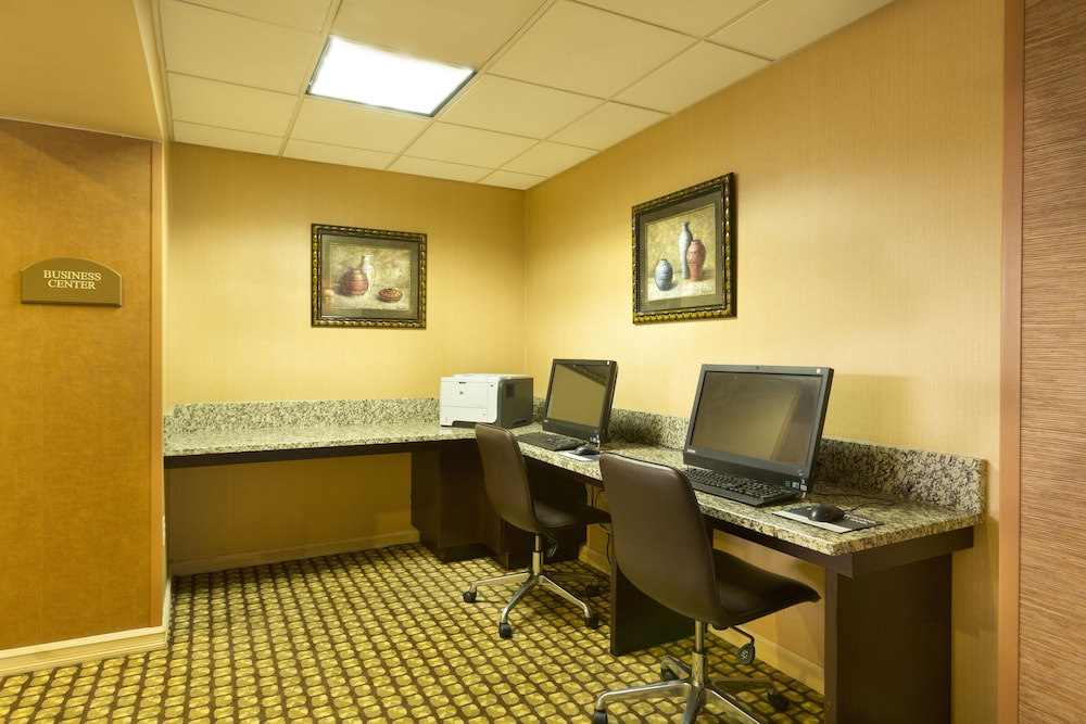 Business Center, DoubleTree by Hilton Hotel Pittsburgh - Meadow Lands
