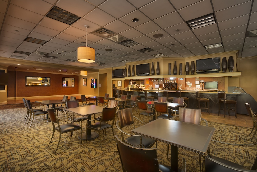 Dining, DoubleTree by Hilton Hotel Pittsburgh - Meadow Lands