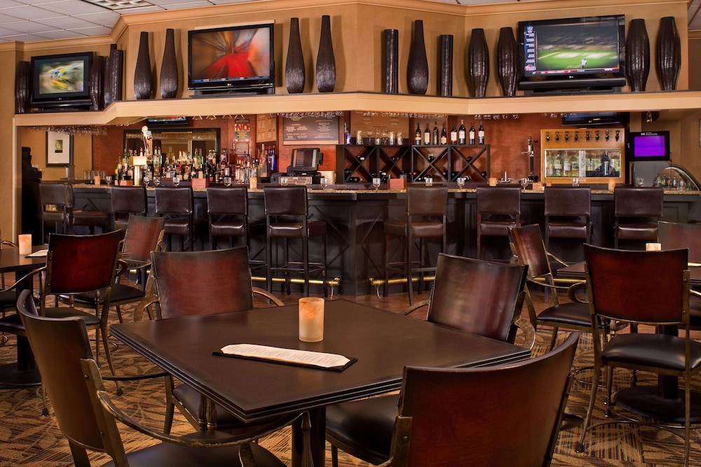 Bar, DoubleTree by Hilton Hotel Pittsburgh - Meadow Lands