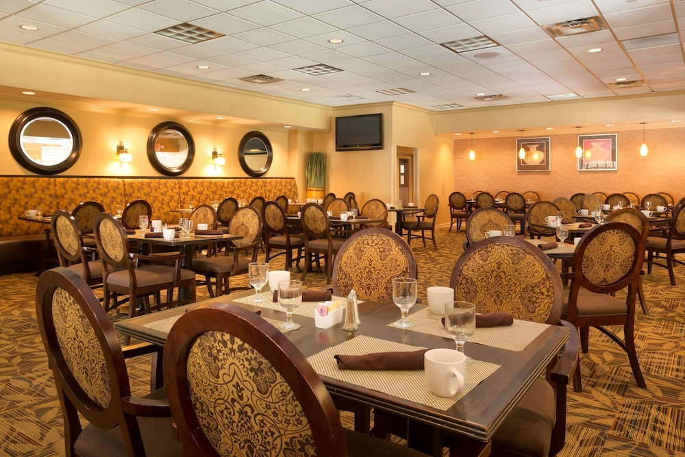 Restaurant, DoubleTree by Hilton Hotel Pittsburgh - Meadow Lands
