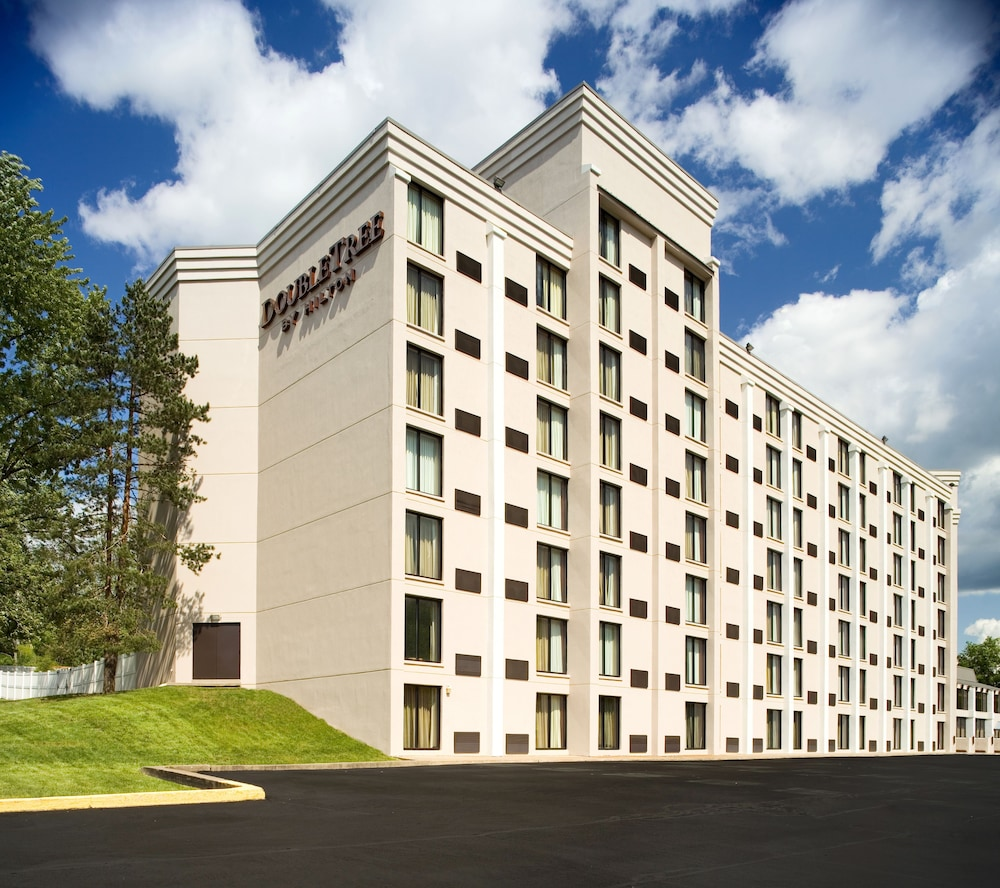 Front of Property, DoubleTree by Hilton Hotel Pittsburgh - Meadow Lands