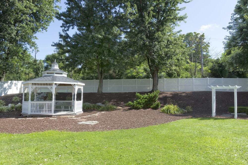 Gazebo, DoubleTree by Hilton Hotel Pittsburgh - Meadow Lands